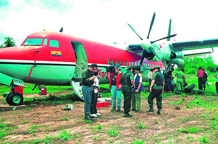 Liberación del del Fokker 50, secuestrado por el ELN en 1999.// FOTO TOMADA DE EL PAÍS