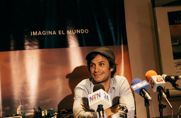 Gael García Bernal presentando Ambulante Colombia durante una rueda de prensa en el Hay Festival Cartagena 2014. / FOTO NOE TOBALO