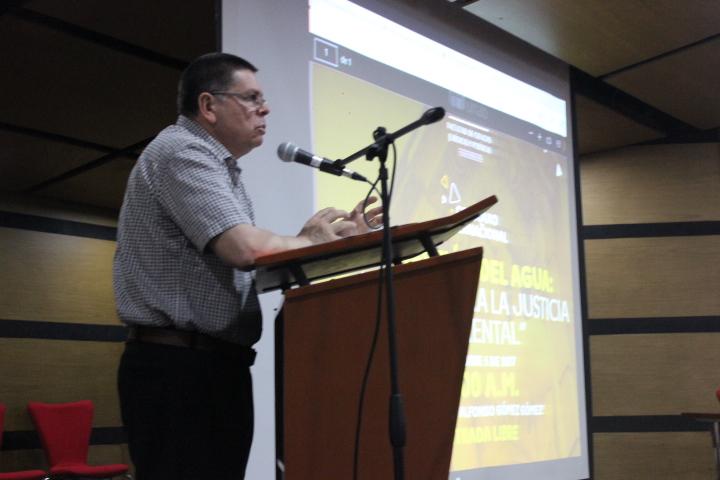 El jurista Gregorio Meza Cuadros destacó la importancia de aplicar un nuevo concepto a la gestión del agua. / FOTO CRISTIAN EDUARDO BELTRÁN